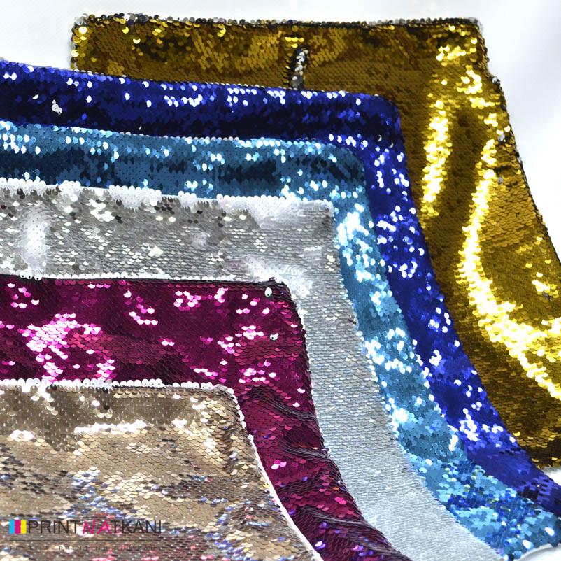 Разноцветные подушки с пайетками